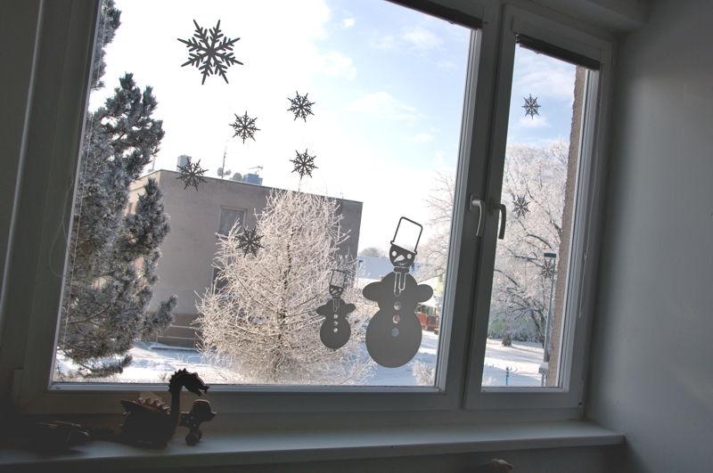 Zimní samolepky na okno Sněhulák a vločky