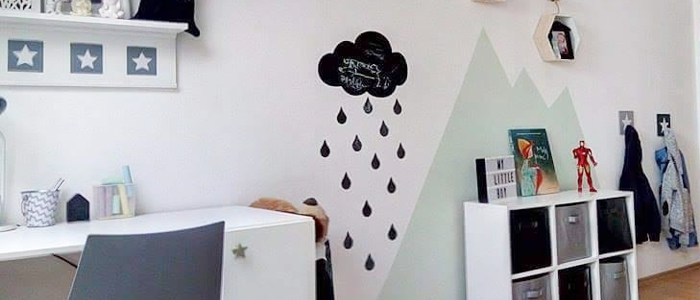 Foto od zákazníka: Skandinávský dětský pokoj s tabulí ve tvaru mráčku ze kterého prší nemusí působit pochmurně